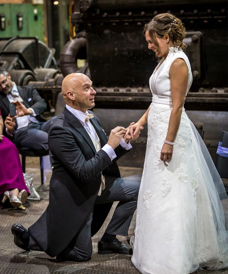 Man vraagt vrouw ten huwelijk