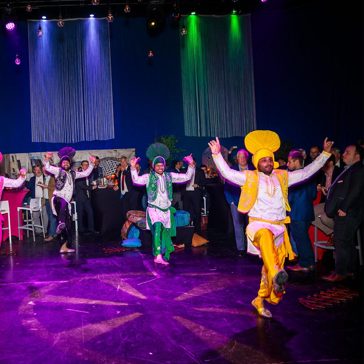 Optreden van dansers tijdens het evenement van Xeikon