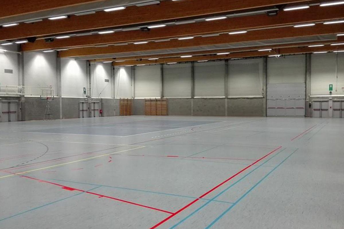 Sporthal waarin het evenement van Alcon werd georganiseerd