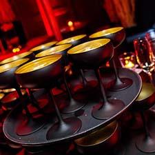orginele presentatie van champagne glazen