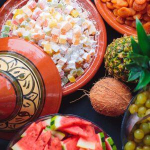 Kleurrijk gepresenteerd turksfruit en fruit verzorgd door KonseptS eventplanners
